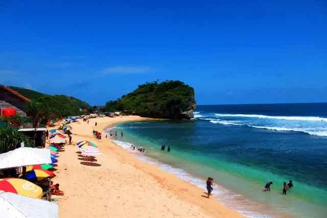 Pantai Indrayanti Gunungkidul - tempat wisata di Jogja
