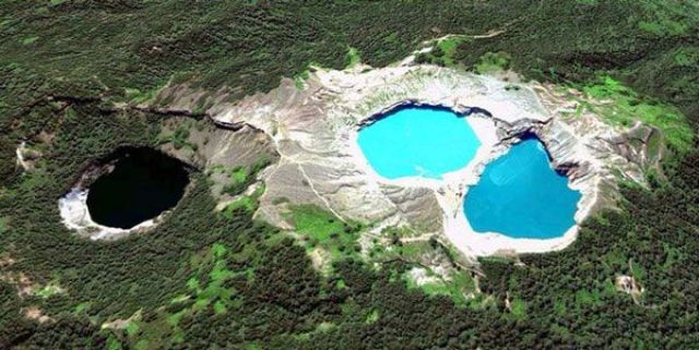 Danau Kelimutu 3 Warna