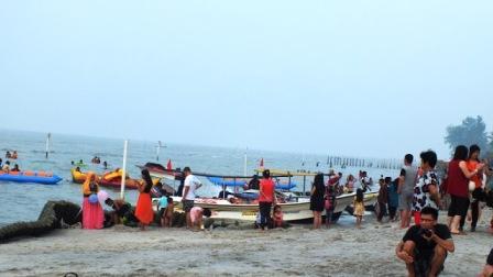 Banana Boat di Pantai Bali Lestari