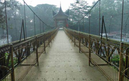 Jembatan Limpapeh kota Bukittinggi