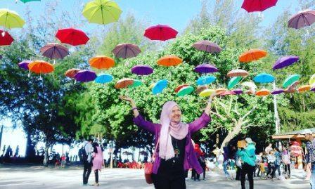 Festival Payung di Pantai Bali Lestari Parbaungan