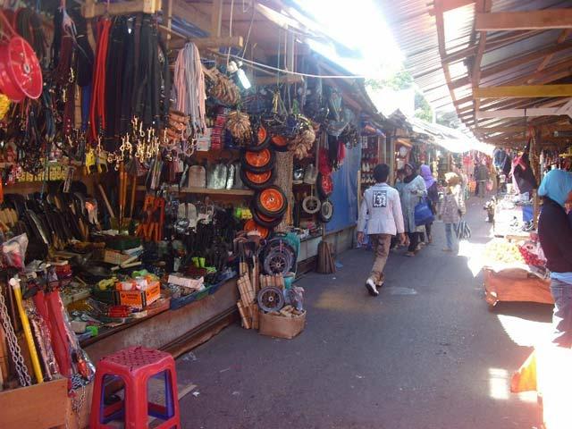 Wisata Belanja di Pasar Atas Bukittinggi
