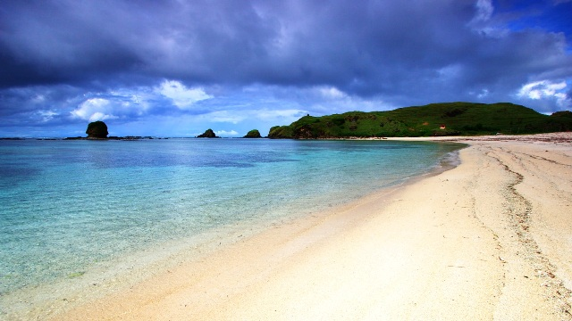 Keindahan Pantai Kuta Lombok