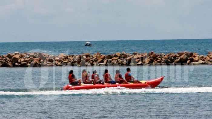 Banana Boat di Pantai Akkarena