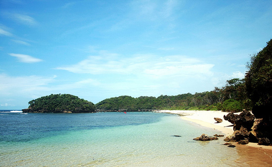Keindahan Pantai Sendang Biru Malang