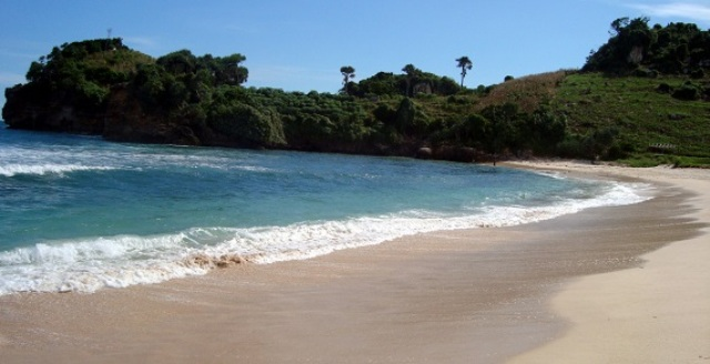Keindahan Pantai Serang Blitar