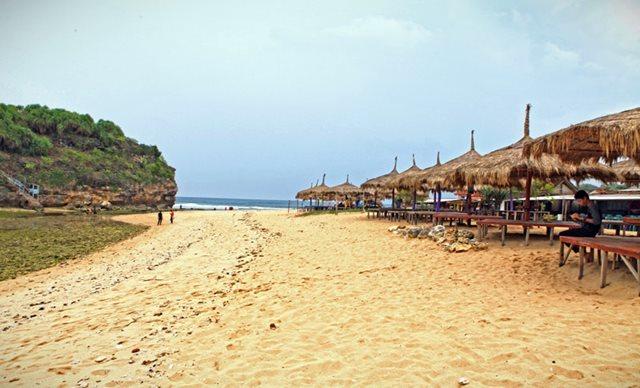 Gazebo di Pantai Drini Gunungkidul