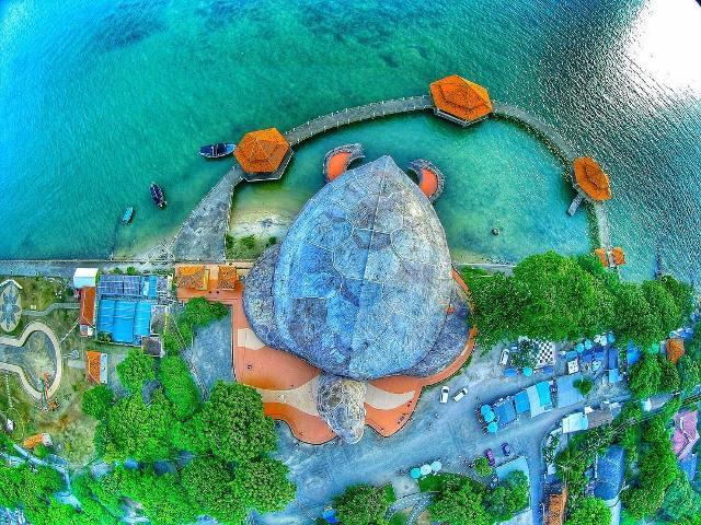 Pantai Kartini dari Atas Ketinggian