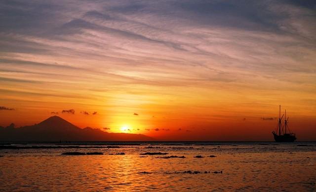 Sunset di Pantai Senggigi Lombok