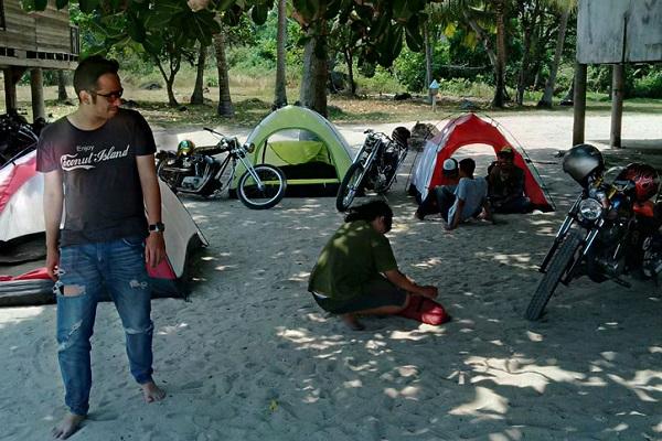 Camping di Pantai Laguna via naikmotor