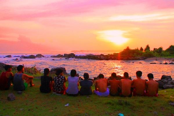 Suasana Sunrise di Pantai Laguna Lampung