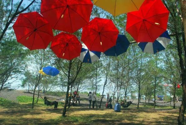 Taman Payung di Pantai Jetis