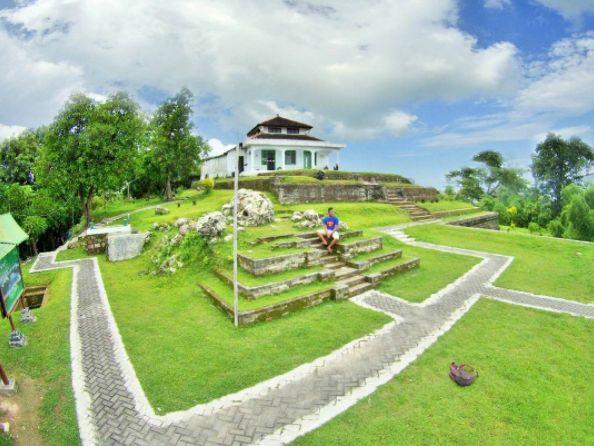 Situs Giri Kedaton & Makam Raden Supeno via @ludfi15