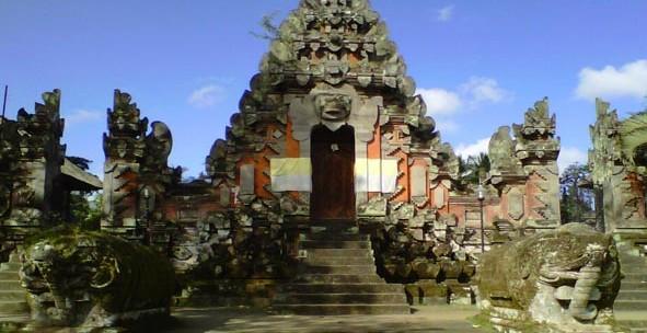Wisata Pura Bukit Camplung