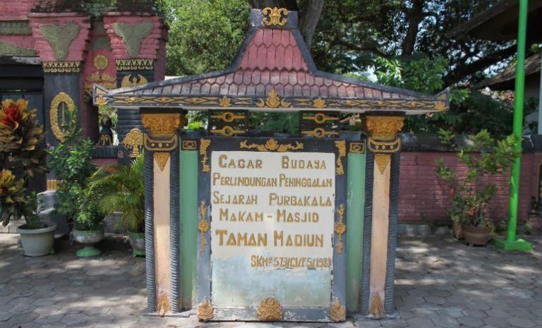 Makam dan Masjid Taman yang Legendaris