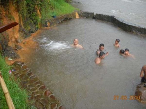 Relaksasi di Pemandian Air Panas Desa Tiris
