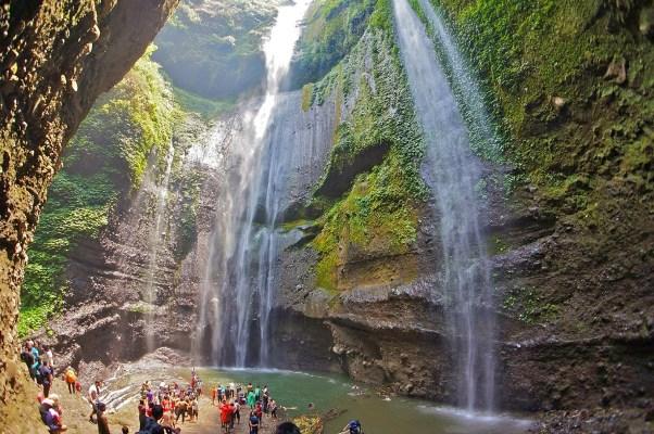 Wisata Alam Air Terjun Madakaripura