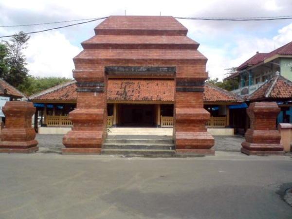 Wisata Religi Masjid Kuno Kuncen