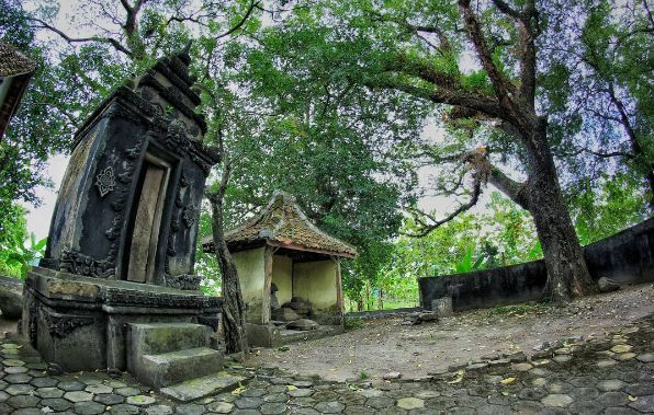 Wisata Sejarah ke Situs Nglambangan via @dhevipradana
