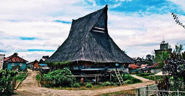 Mengunjungi Kampung Tradisional Desa Lingga