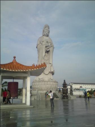 Patung Dewi Kwan Im Via Medanwisata