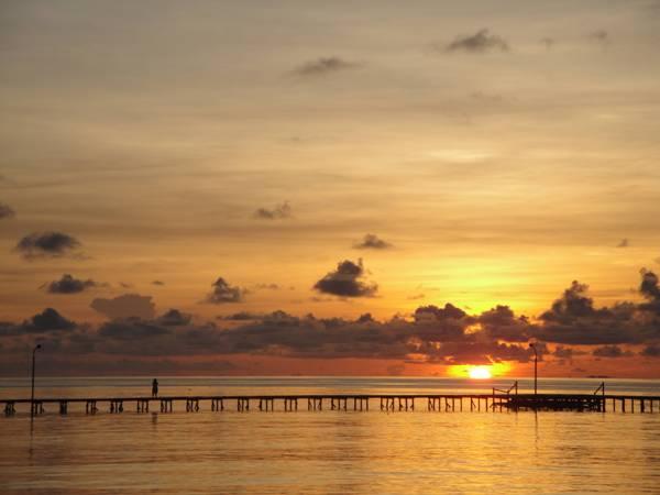 Sunrise di Pantai Derawan via Wijayaryputu