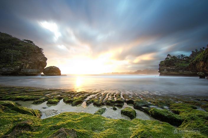 Sunset Pantai Batu Bengkung via Anomharya