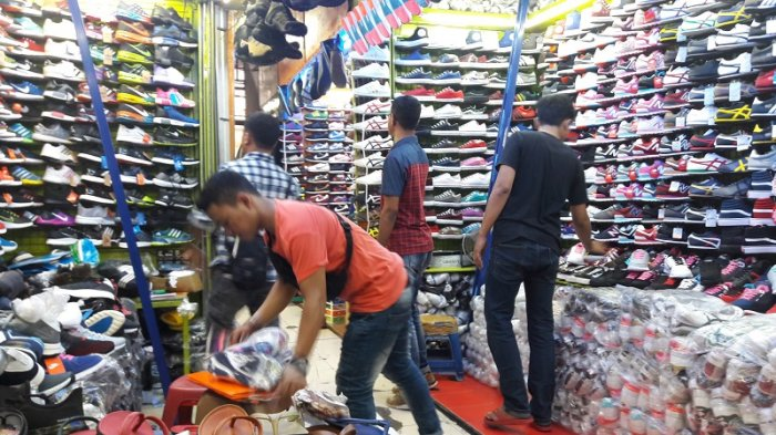 Belanja Sepatu di Taman Puring