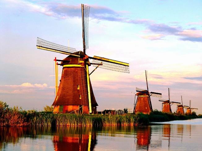 Desa Kinderdijk - Tempat Wisata di Belanda