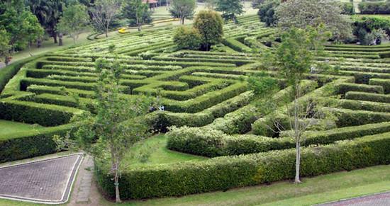 Taman Labirin via Tamanbunganusantara