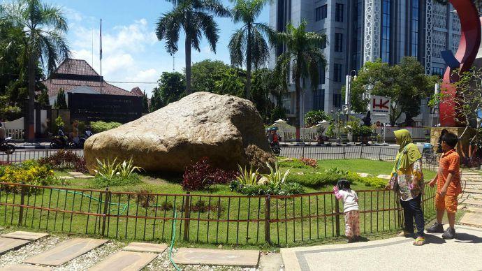 Batu Semar via Travelingyuk