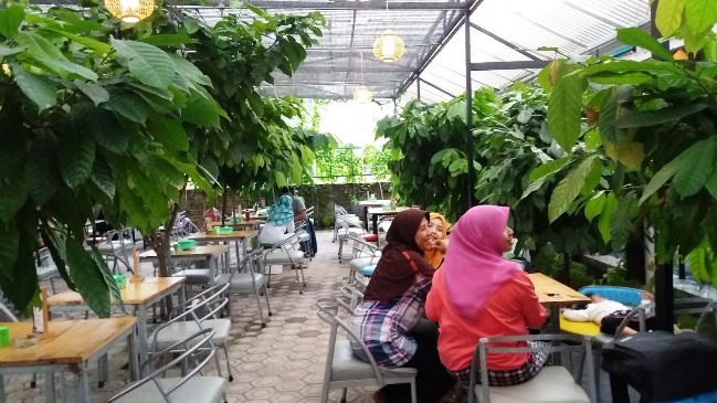 Kebun Cokelat, Balongbendo via indah_haya
