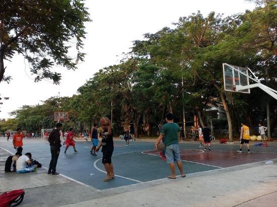 Lapangan Basket di Taman Menteng via Tripadvisor