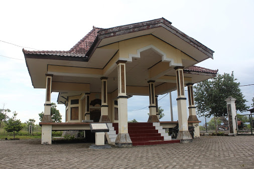 Makam Putri Ayu Sekar Dadu Sidoarjo via Sportourims