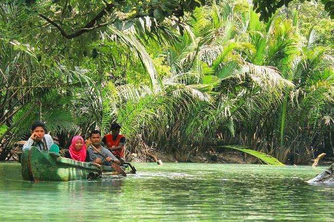 Menyusuri Sungai Cigenter via @dwiuntorowati