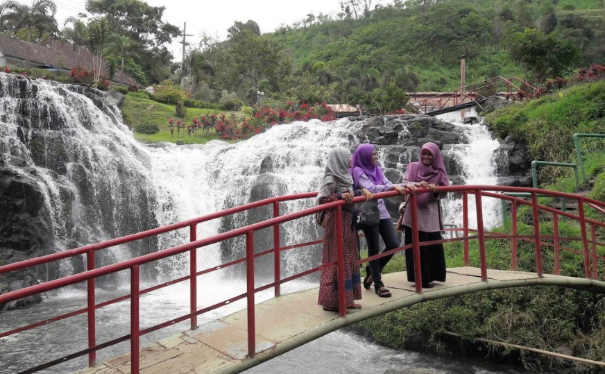 Air Terjun Niagara Mini via @envi.alifa