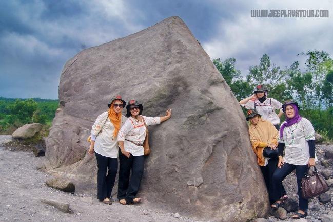 Batu Alien Cangkringan via jeeplavatour