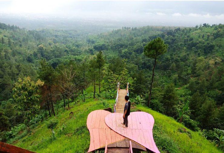 Bukit Mahadewa Bondowoso via @lingga_ananta