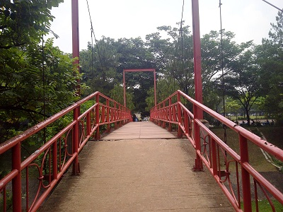 Jembatan Merah di Hutan BSD via Kabartangsel