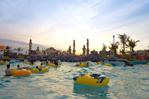 Kolam Renang Ciputra Waterpark