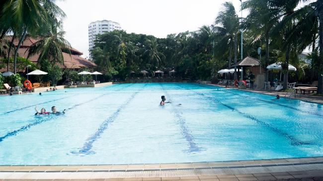 Kolam Renang Pantai Mutiara Sport Center via Sportsclubpm
