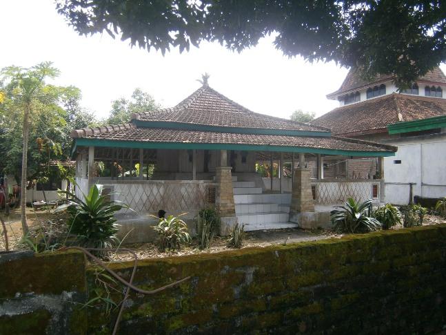Makam Dewi Sekardadu