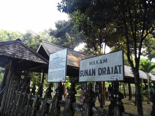 Makam Sunan Drajat via zulviarumaida