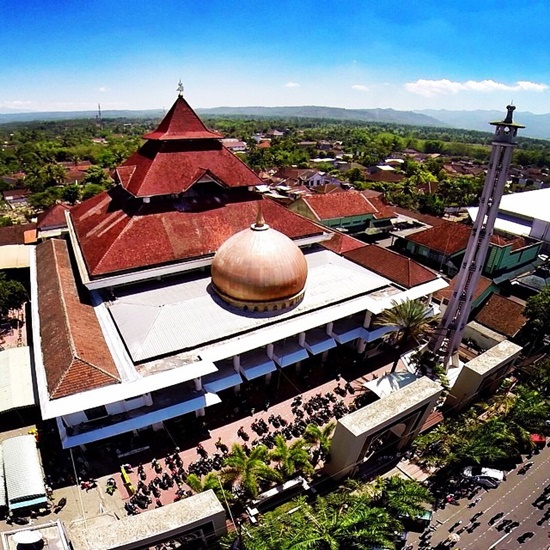 Masjid Agung At – Taqwa Bondowoso via SInggahkemasjid