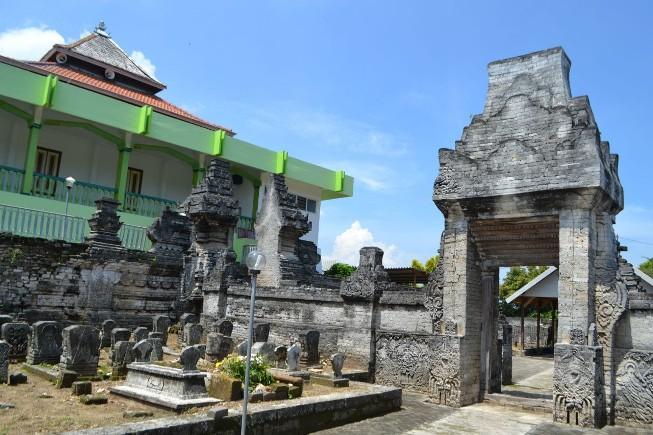 Masjid Sendang Duwur via Youtube
