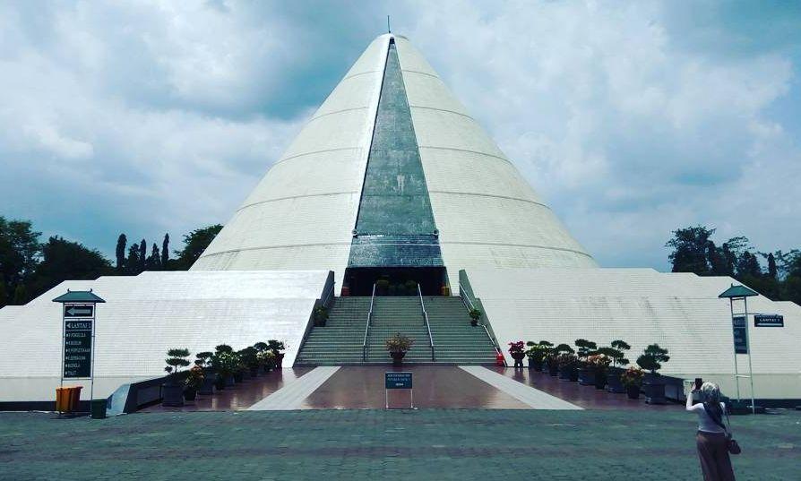 Objek Wisata Monumen Jogja Kembali (Monjali) via @faridtamaa