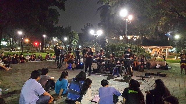 Pertunjukan Musik di Taman Suropati via Jakartatraveller