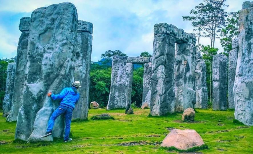 Stonehenge Cangkringan via @triheruwiyono_
