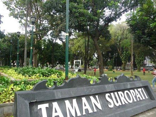 Taman Suropati via Tripadvisor