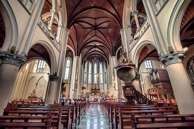 Gereja Katedral via Dolandolen